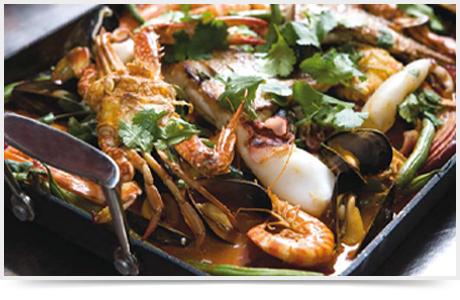 דג ופירות ים בלימונים כבושים